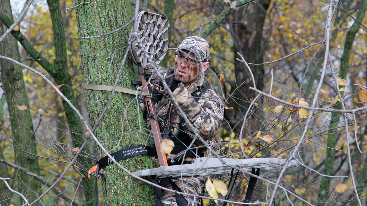 best treestand height - adjusting-treestand